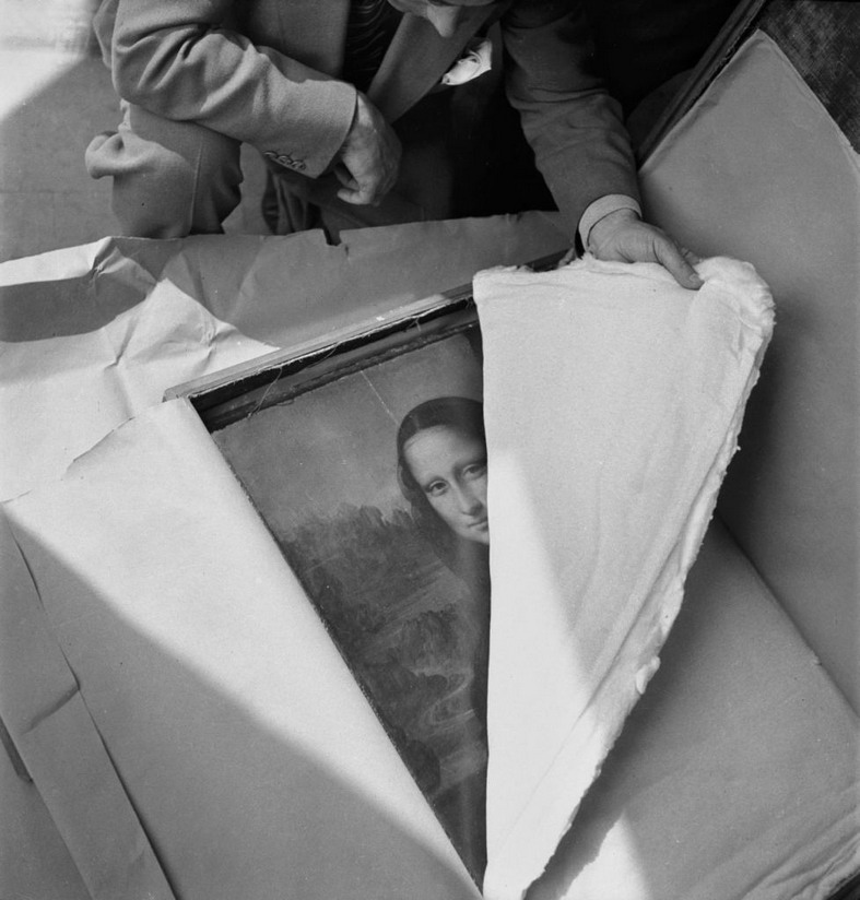 The Mona Lisa being returned to the Louvre after being hidden in the French countryside during the Nazi occupation, 1944
