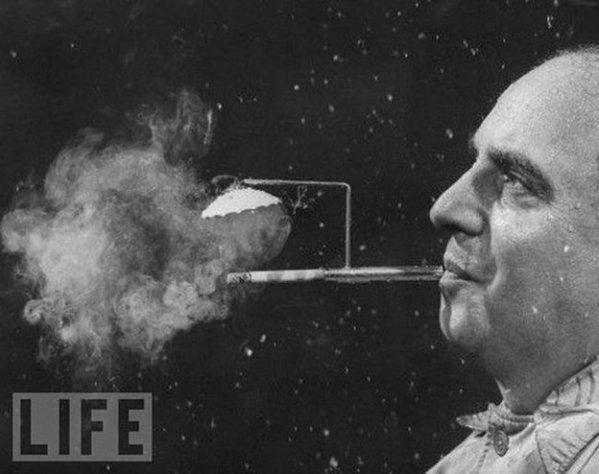 Cigarette umbrella – so you can smoke in therain