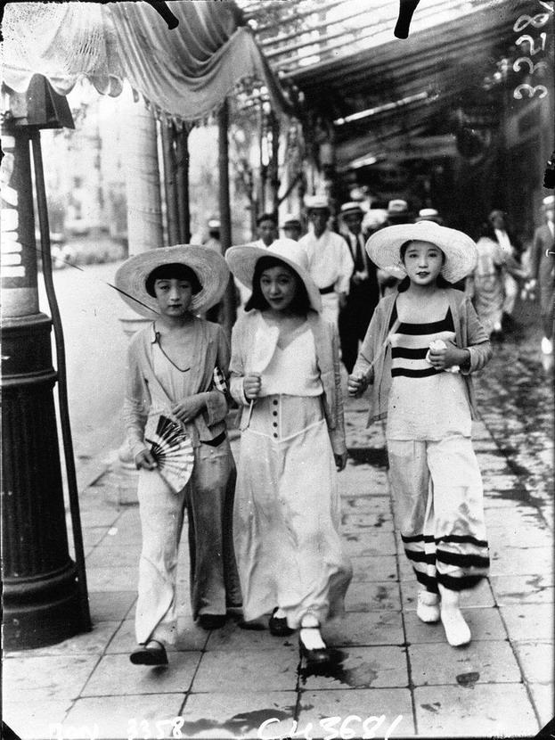 Fashionable women, Tokyo,1932