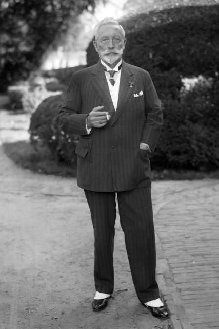 Kaiser Wilhelm II, lookingdapper