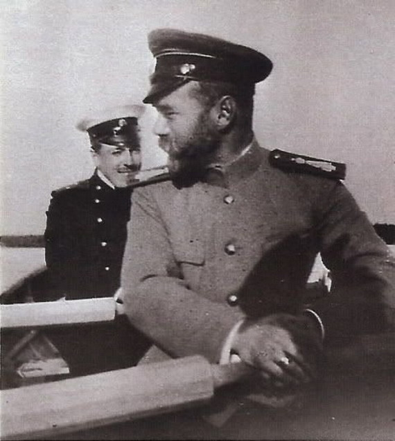 Nicholas II in a rowboat with apal