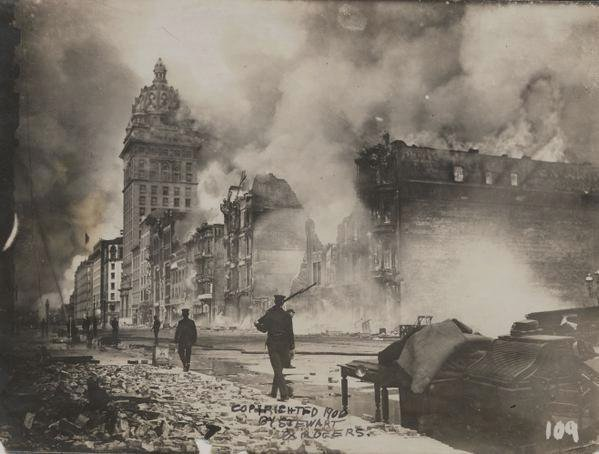 San Francisco on fire after the 1906 earthquake