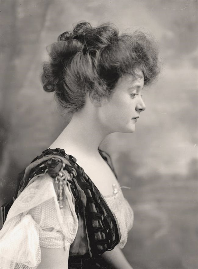 "Young Billie Burke (later best known as playing the role of Glinda, the good witch, in ""The Wizard of Oz"")"