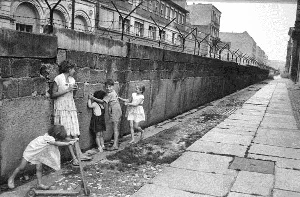 Children playing by the Berlin Wall, 1960s