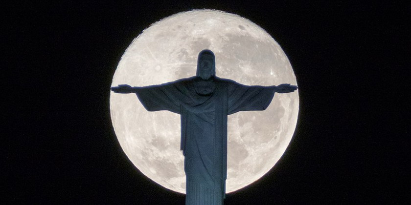 Statue of Jesus in front of a full moon, Rio de Janeiro