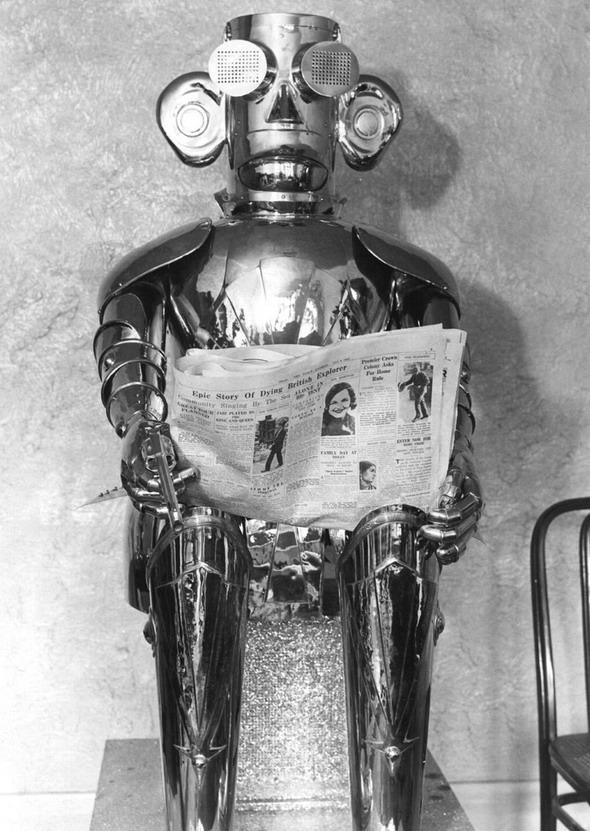 Robot, reading a newspaper, 1940s(?)