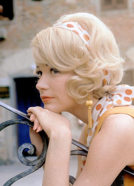 "Shirley MacLaine on the set of ""The Yellow Rose Royce"", 1964"
