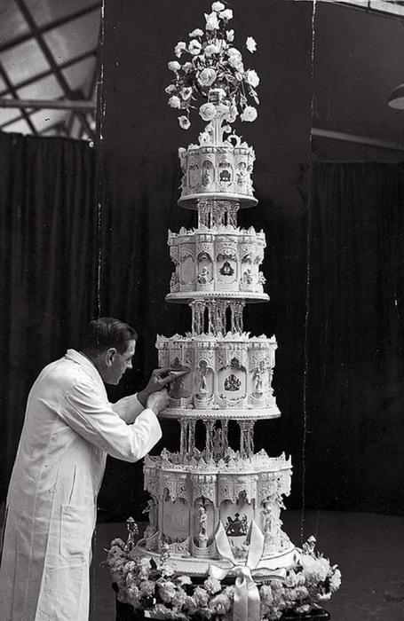 The wedding cake for Princess Elizabeth (now QEII),1947