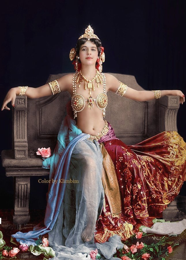 Colourized picture of Dutch exotic dancer and infamous WWI German spy Mata Hari