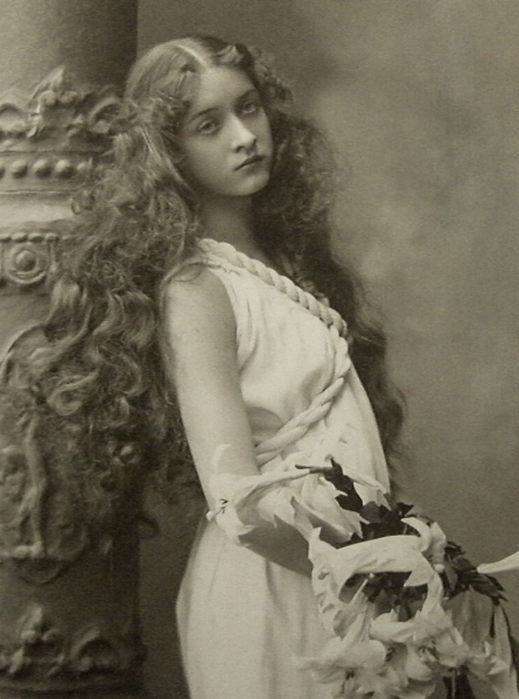 Silent film star Maude Fealy