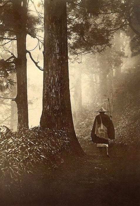 Lone traveler on a road in the North of Japan, 1800s