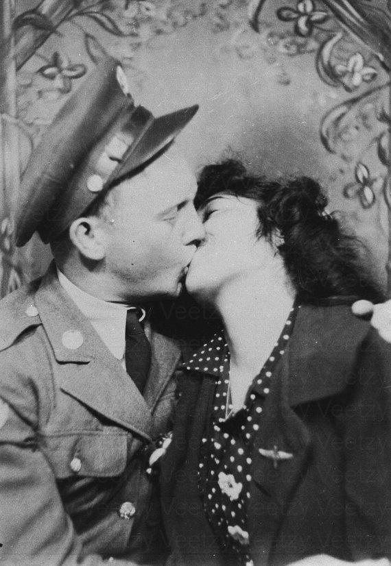 Soldier kissing hisgirl