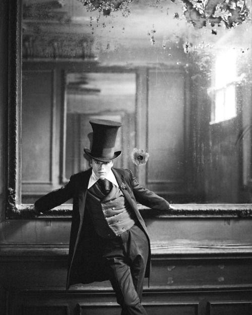 British artist Sebastian Horsley wearing a stovepipehat