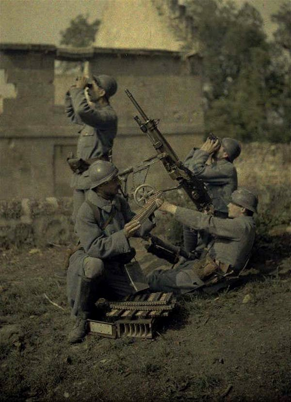 French soldiers with an anti-aircraft gun, WWI,1910s