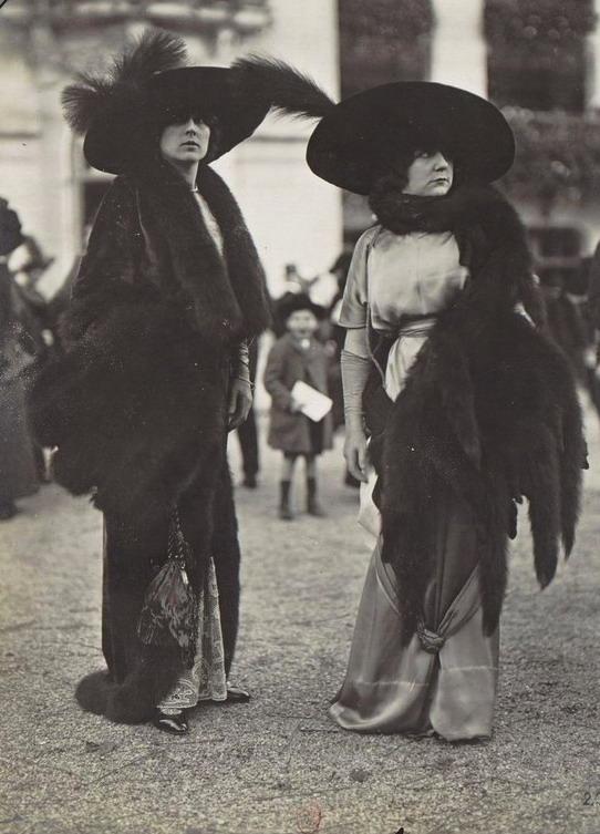 Big hats and furs, la mode en1910