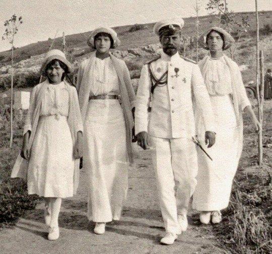Tsar Nicholas II and hisgirls