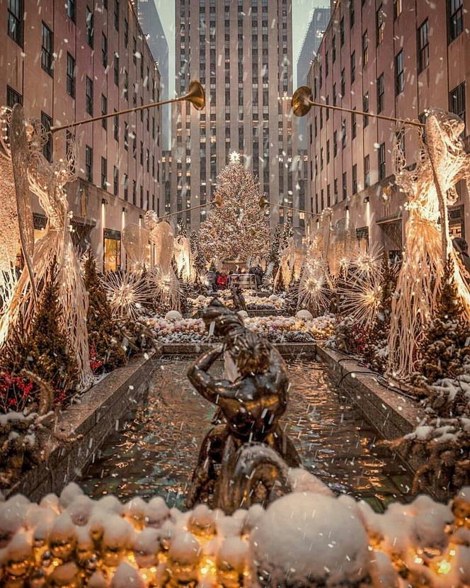 Christmas decorations, Rockefeller Center,NYC