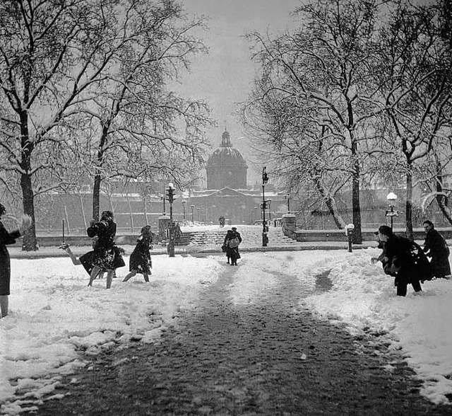Snowball fight, Paris,1945