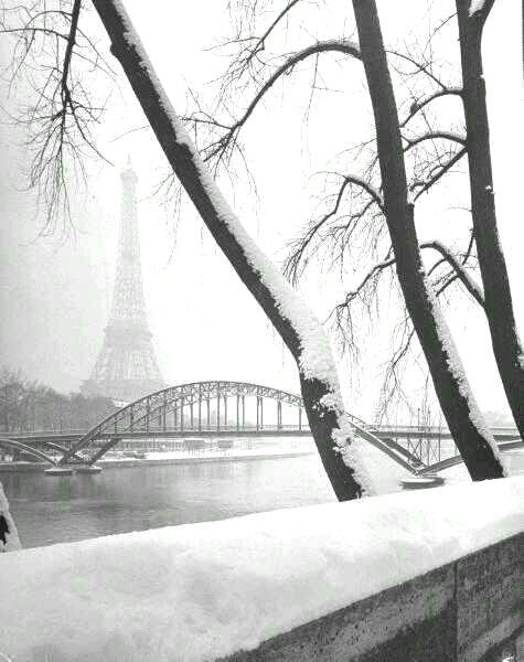 Paris with snow,1946