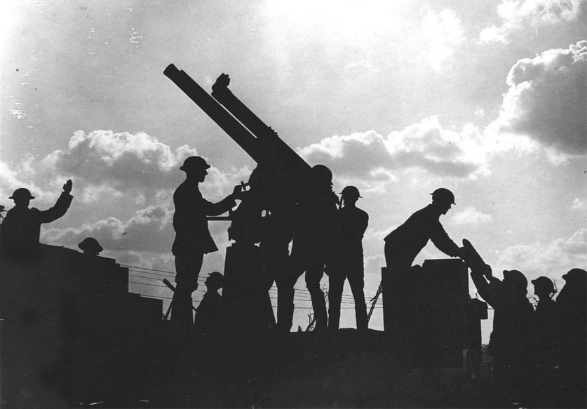 Soldiers and an anti-aircraft gun, WWI