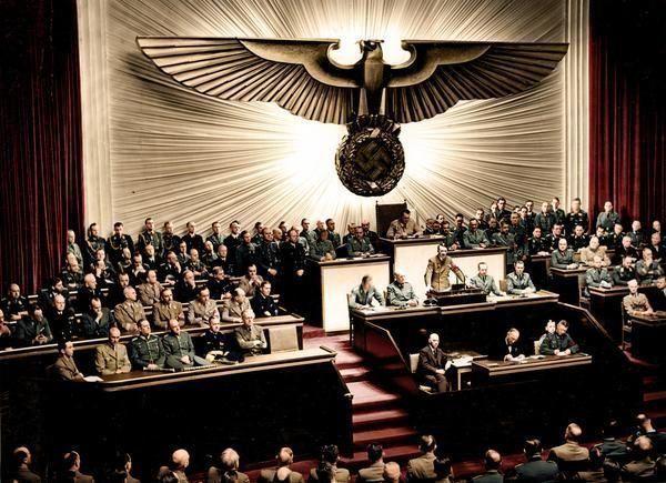 Hitler declaring war on the US,1941