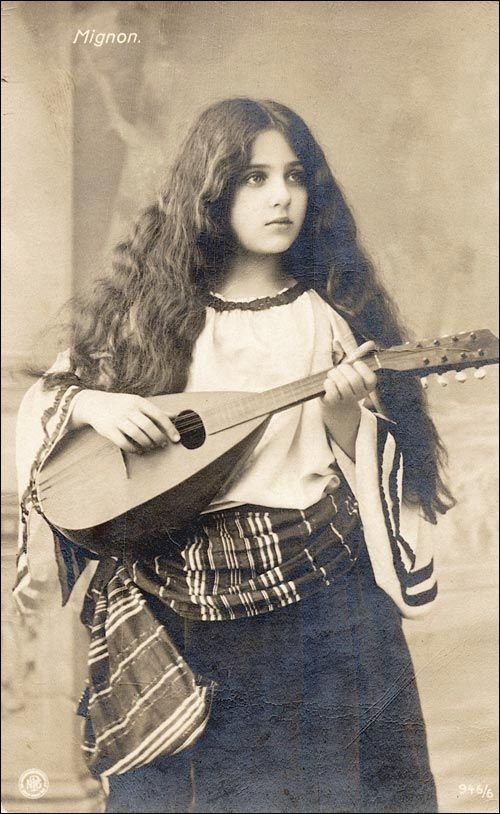 Roma girl, 1910