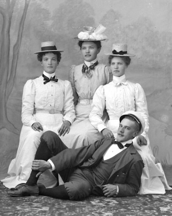 Swedish group, 1890s