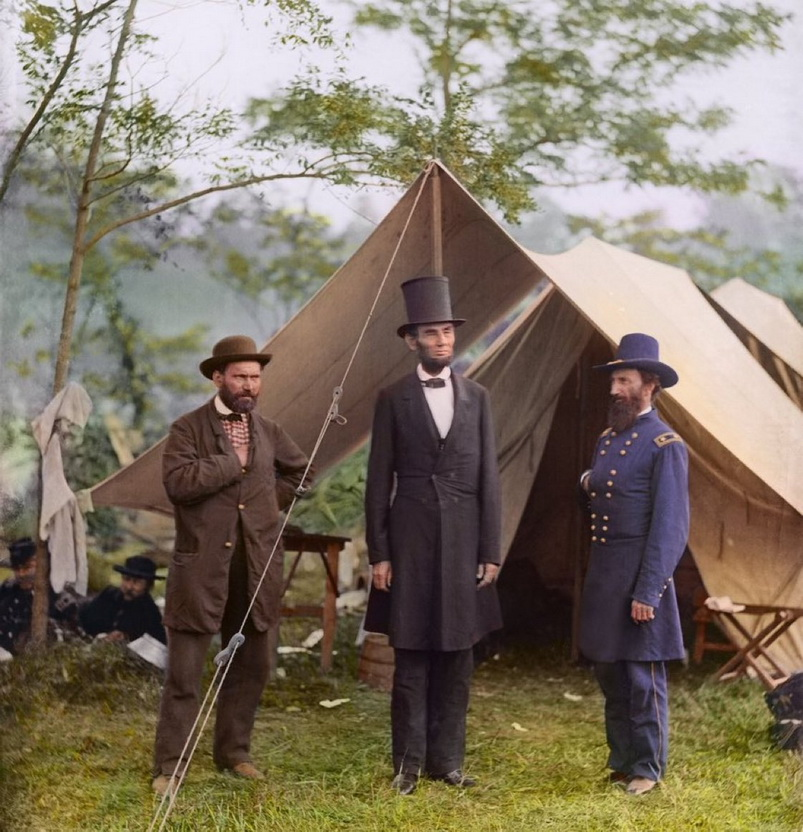 Colourized photo of Abraham Lincoln visiting a battlefield, US Civil War, 1860s