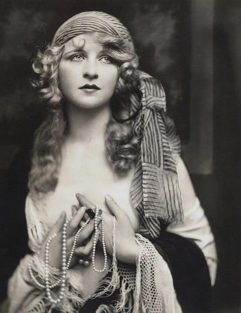 Ziegfeld Follies girl, circa1920