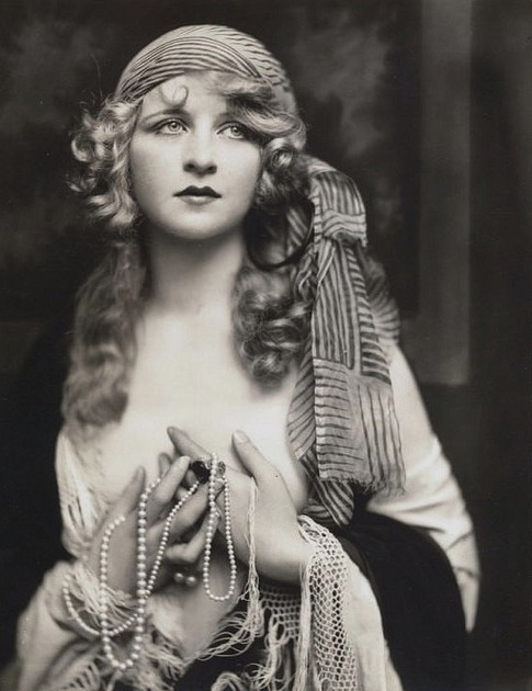 ZIEGFELD FOLLIES 679