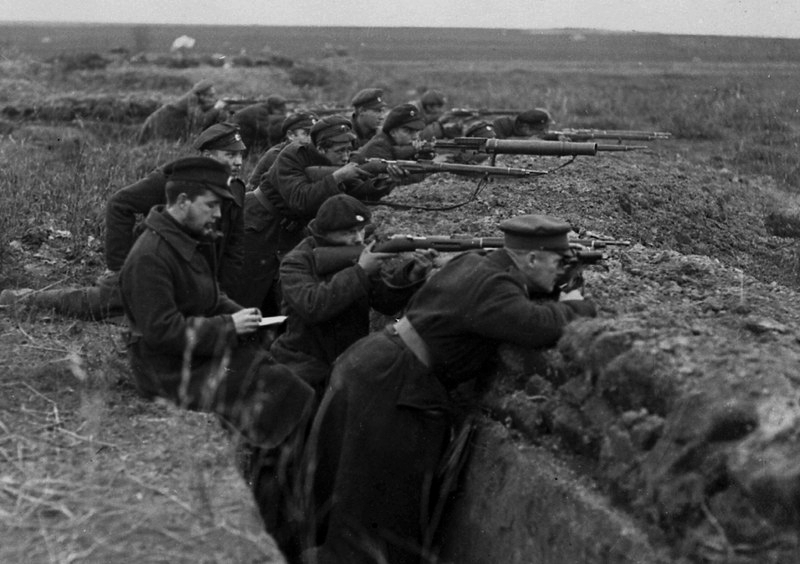 Estonian People's Army in trenches, WWI,1919