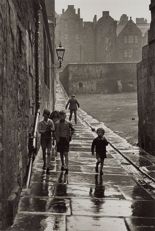 "Gisle Freund ""Rue de la Pluie, Newcastle-upon-Tyne, England"", 1935"