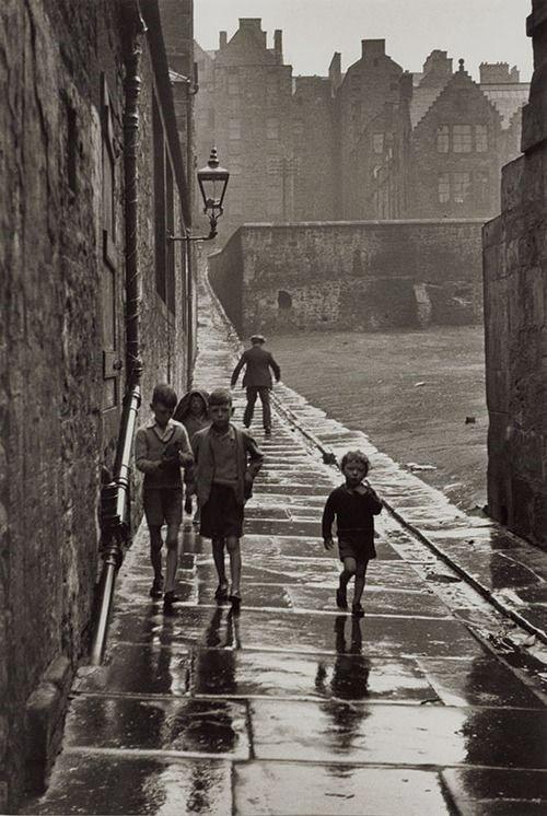 "Gisle Freund ""Rue de la Pluie, Newcastle-upon-Tyne, England"",1935"