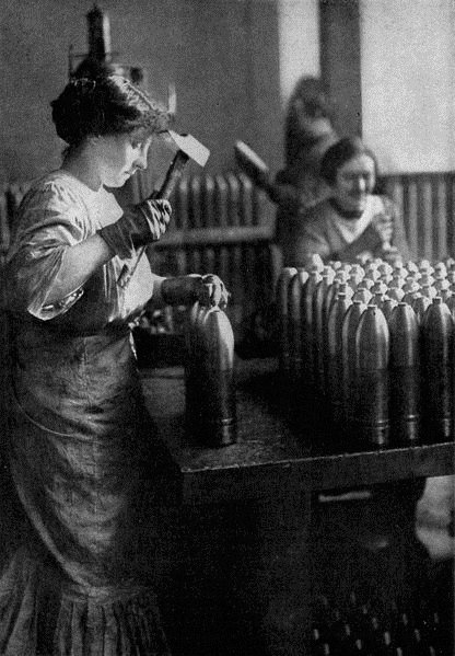 WWI WOMEN MUNITIONS UK
