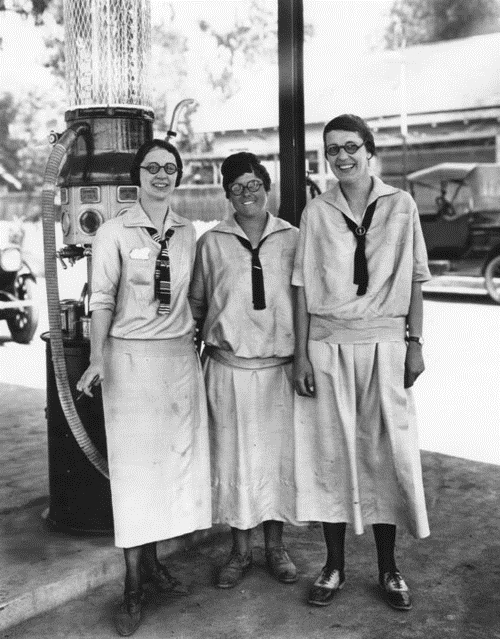 Gas station workers, 1910s