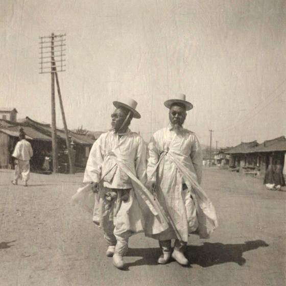 Korean men, circa1905