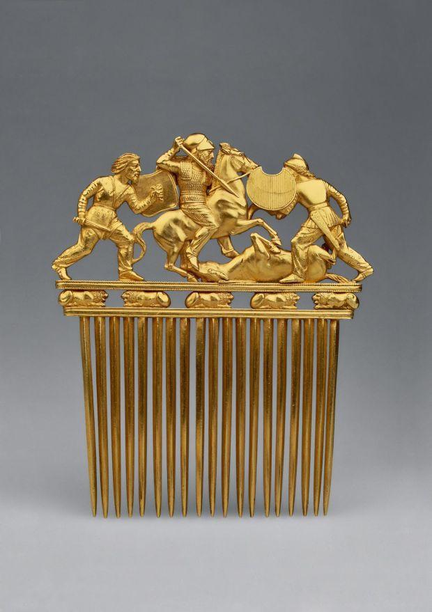 Ancient gold haircomb
