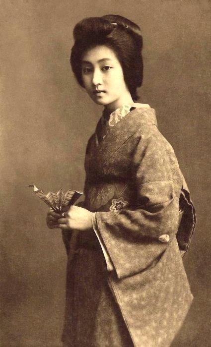 JAPANESE WOMAN 404