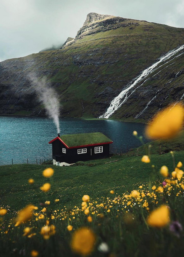 Isolated house, FaeroeIslands