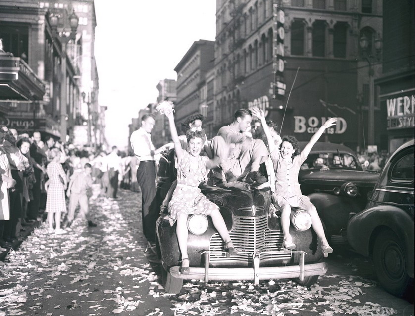 Celebrating the end of WWII, St. Louis, 1945