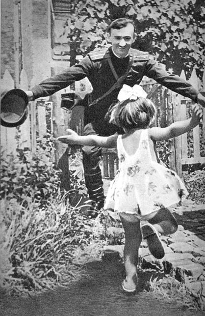 Russian soldier returns to his family at the end of WWII
