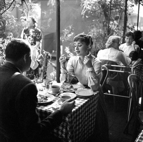 Audrey Hepburn dining at acafé