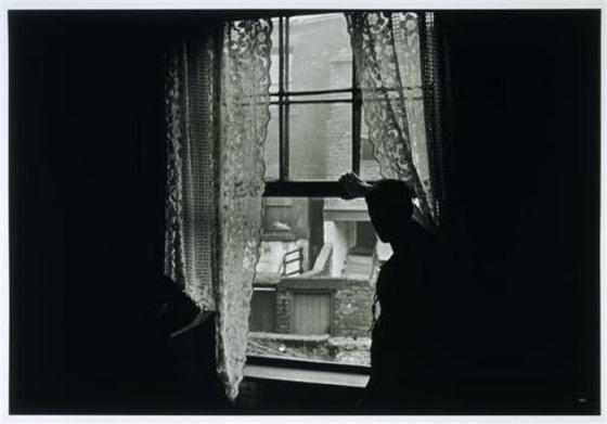 Gisele Freund, Man at the window in Newcastle-on-Tyne,1935
