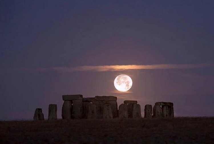 Stonehenge by moonlight
