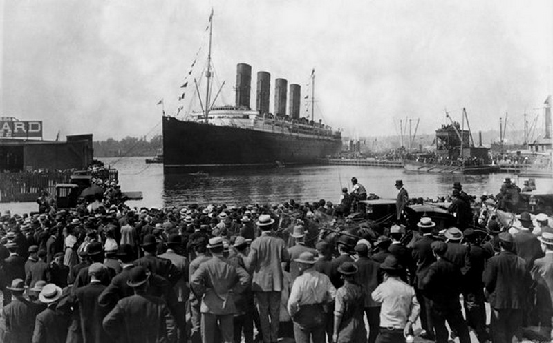 Titanic leaving (Southampton) England en route to its destiny