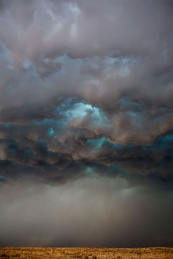 Storm clouds over theplains