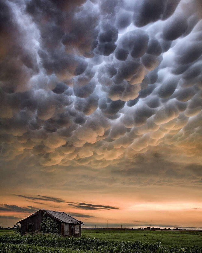Clouds over theplains