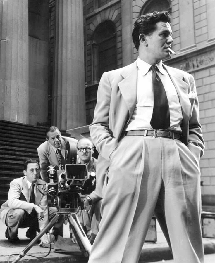 "John Garfield in New York during the filming of ""Force of Evil"", 1948)"