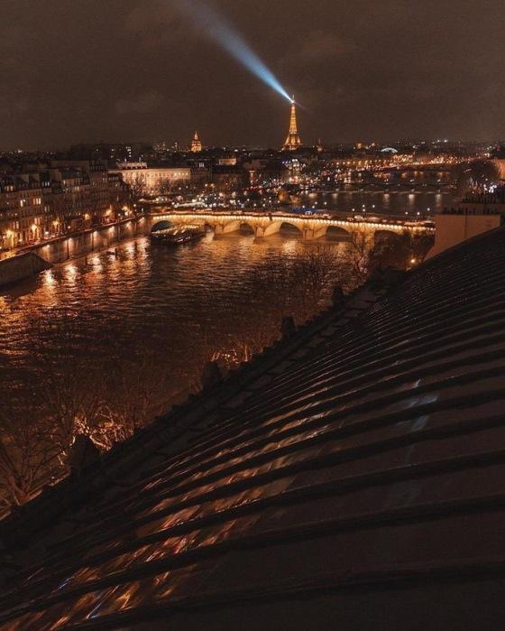 PARIS 373