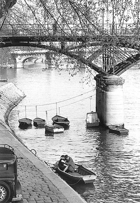 Quai de la Seine, Paris, par Willy Ronis